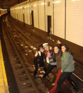 bahn_Bekloppte Jugendliche auf U-Bahn-Gleis