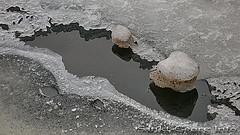 Tauendes Eis auf der Außenalster in Hamburg St. Georg.