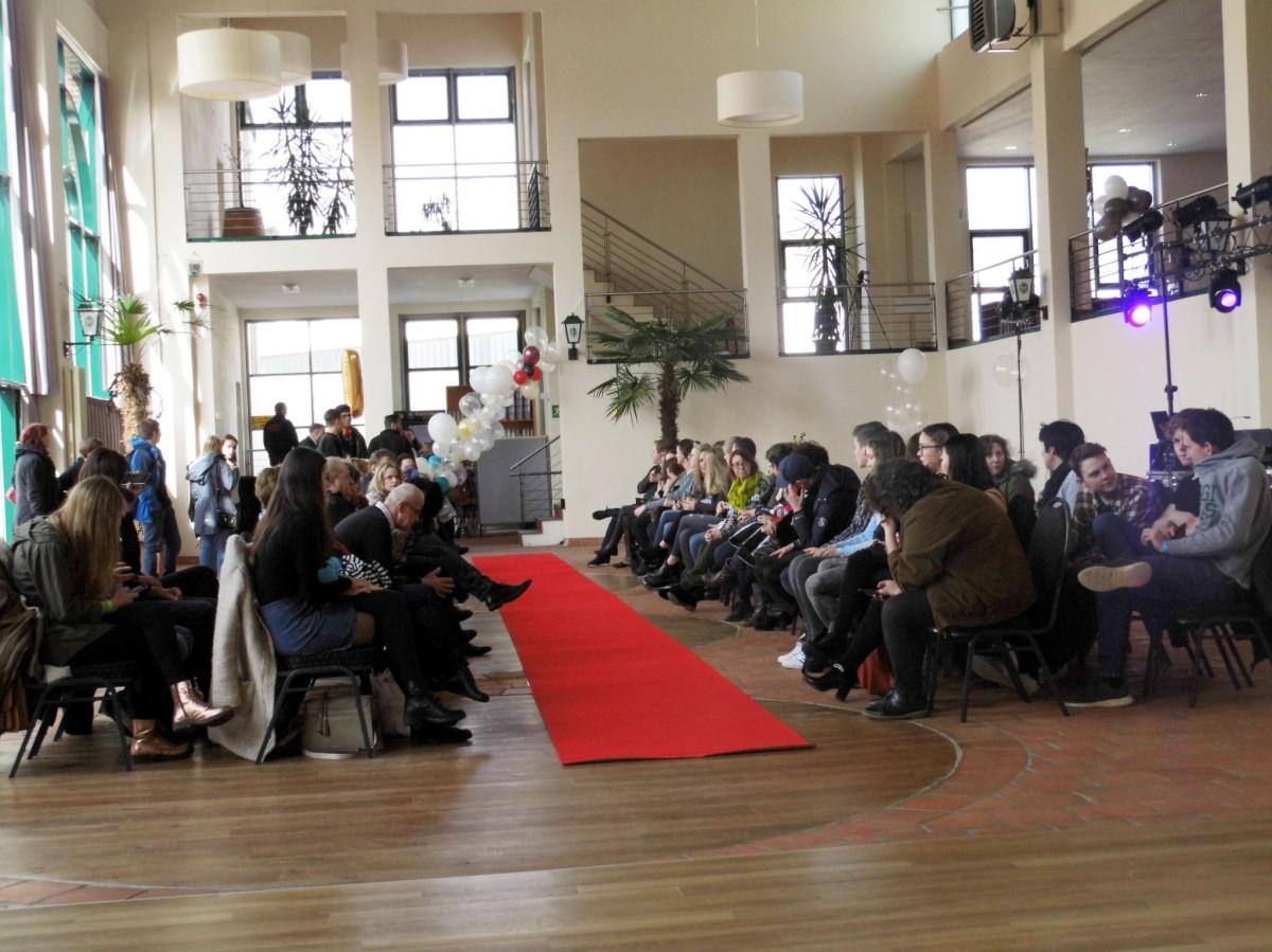 Stil-Männermode präsentierte junge, schicke Mode für Abi & Jugendweihe