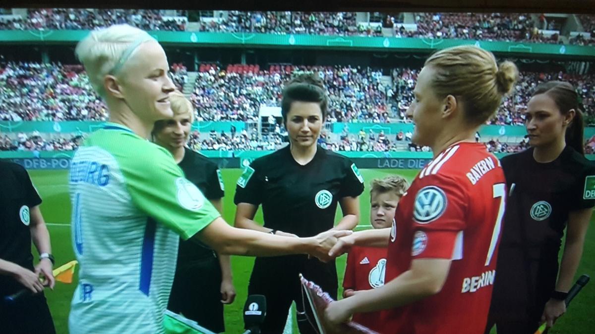 Pritzwalkerin Sandra Stolz leitete souverän das DFB-Pokalfinale der Frauen