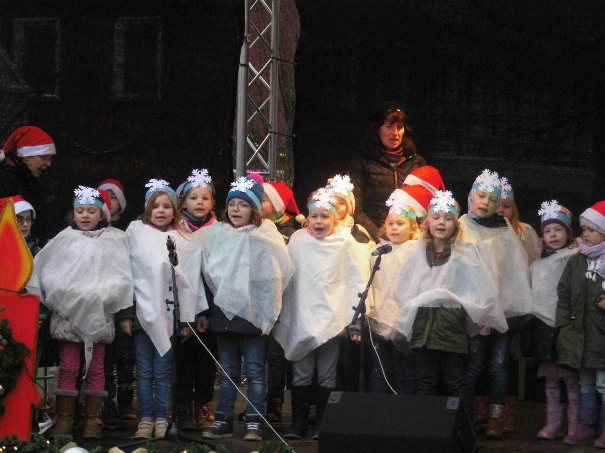 Kinder eröffneten den Pritzwalker Weihnachtsmarkt